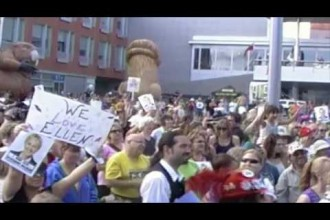 Large crowd sings and dances in front of Kitchener City Hall to entice Ellen Degenerers (with video)